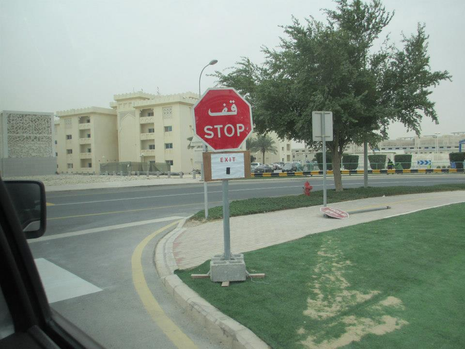 Stop sign in Arabic and English